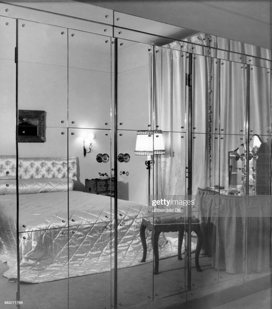 modernes schlafzimmer design, modernes schlafzimmer einer modeschöpferin, schrank mit spiegeln, Design ideen