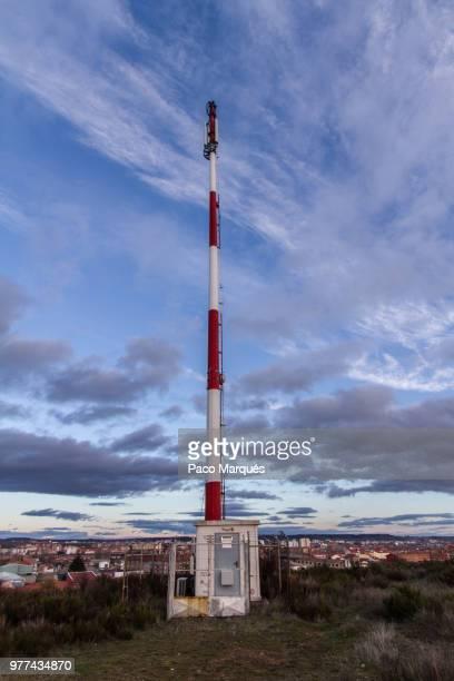 moderno cipres de silos - moderno ストックフォトと画像