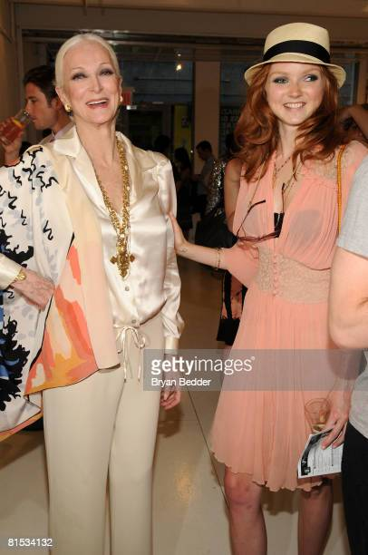 Modes Carmen Dell'Orefice and Lilly Cole attend For Arts Sake June 11 2008 at the Openhouse Gallery in New York City