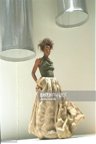 Modeschau Modestrom 99 Kleid von Willi Spiess