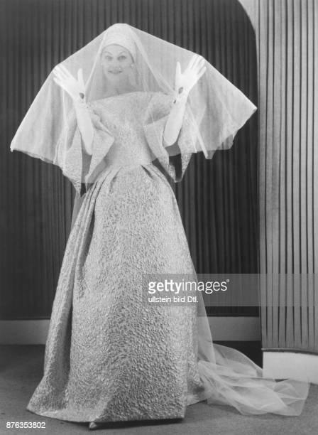 * Modeschöpfer D Modell 'Reine de Coeur' Hochzeitskleid aus grauweissem Brokat ohne Jahr