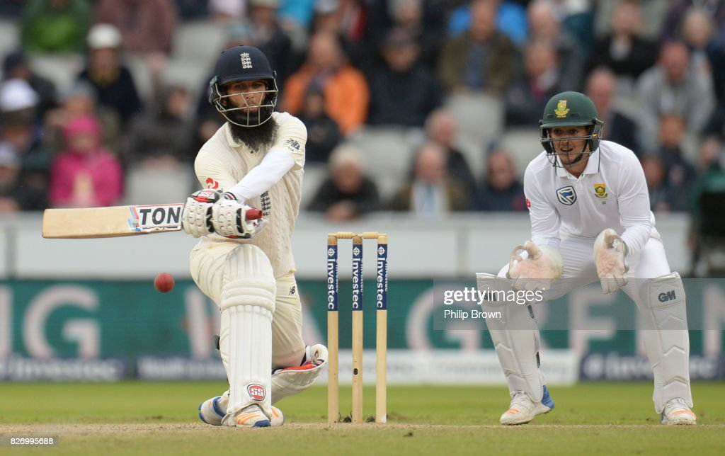 Moeen Ali of England bats watched by Quinton de Kock during the third day of the 4th Investec Test match between England and South Africa at Old Trafford cricket ground on August 6, 2017 in Manchester, England.