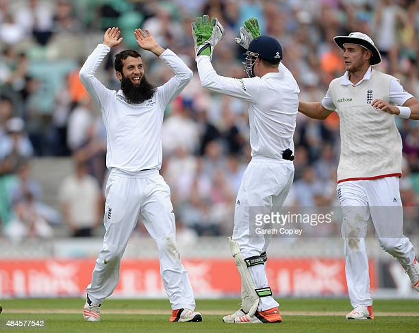Moeen Ali of England celebrates with teammates after dismissing David Warner of Australia during day one of the 5th Investec Ashes Test match between...