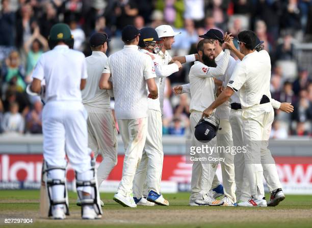 Moeen Ali of England celebrates with teammates after taking the final wicket of Duanne Olivier of South Africa to win the 4th Investec Test match...