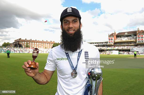 Moeen Ali poses with the urn as England celebrate winning the ashes after day four of the 5th Investec Ashes Test match between England and Australia...