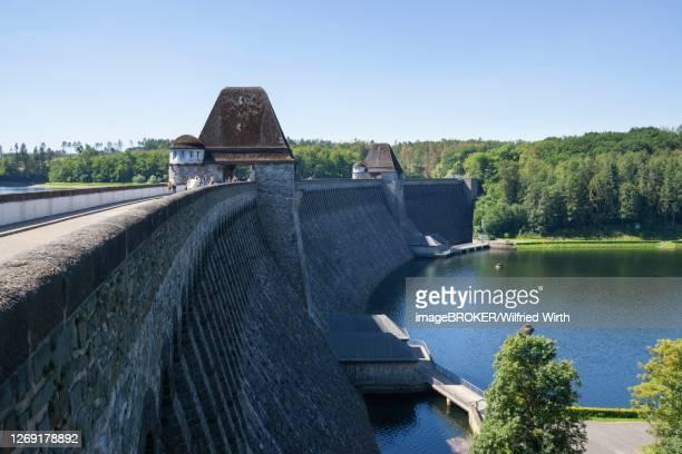 moehne dam, sauerland, north rhine-westphalia, germany - stausee stock-fotos und bilder