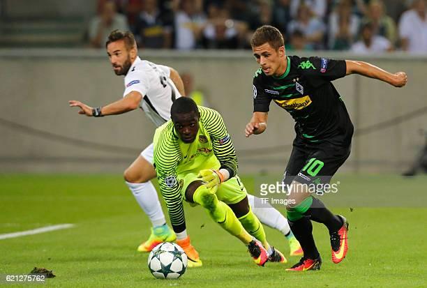 Moenchengladbach Germany Champions League Qualifikation Rueckspiel Borussia Moenchengladbach Young Boys Bern Thorgan Hazard schiesst zum 10 vor...
