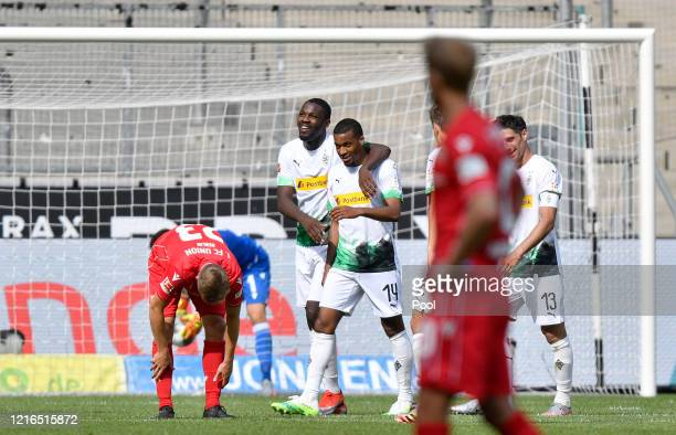 Moenchengladbach's Alassane Plea centre celebrates with teammates after scoring his side's fourth goalduring the Bundesliga match between Borussia...