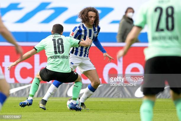 Moenchengladbach's Austrian defender Stefan Lainer and Hertha Berlin's French midfielder Mattéo Guendouzi vie for the ball during the German first...