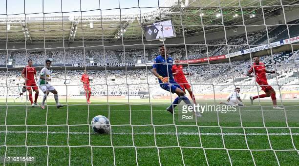 Moenchengladbach's Florian Neuhaus, second right, scores his side's opening goal during during the Bundesliga match between Borussia Moenchengladbach...