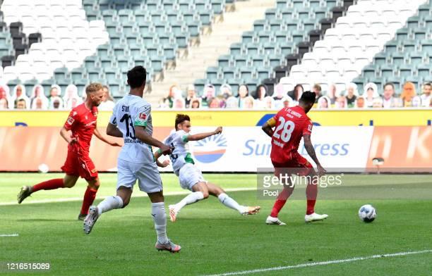 Moenchengladbach's Florian Neuhaus second right, scores his teams first goal during the Bundesliga match between Borussia Moenchengladbach and 1. FC...