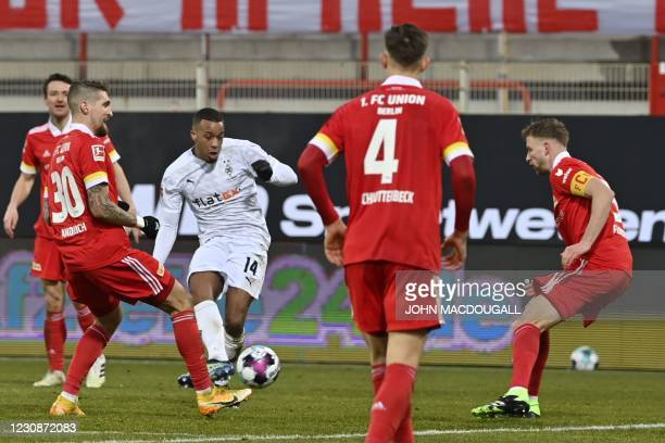 Moenchengladbach's French forward Alassane Plea scores the 1-1 during the German first division Bundesliga football match between 1 FC Union Berlin...