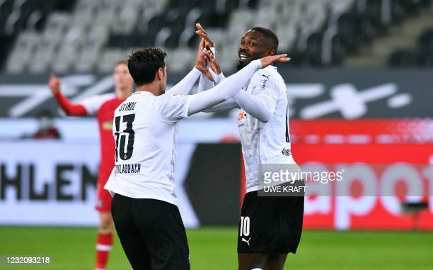Moenchengladbach's French forward Marcus Thuram celebrates after scoring together with his teammates Moenchengladbach's German forward Lars Stindl...