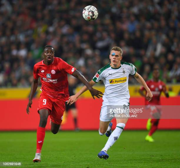 Moenchengladbach's German defender Matthias Ginter and Mainz' French forward JeanPhilippe Mateta vie for the ball during the German first division...