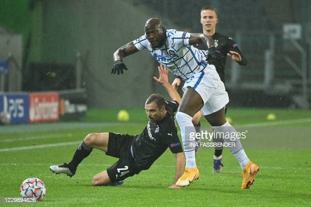 Moenchengladbach's German defender Tony Jantschke and Inter Milan's Belgian forward Romelu Lukaku vie for the ball during the UEFA Champions League...