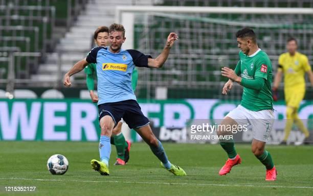 Moenchengladbach's German midfielder Christoph Kramer and Bremen's Kosovan midfielder Milot Rashica vie for the ball during the German first division...