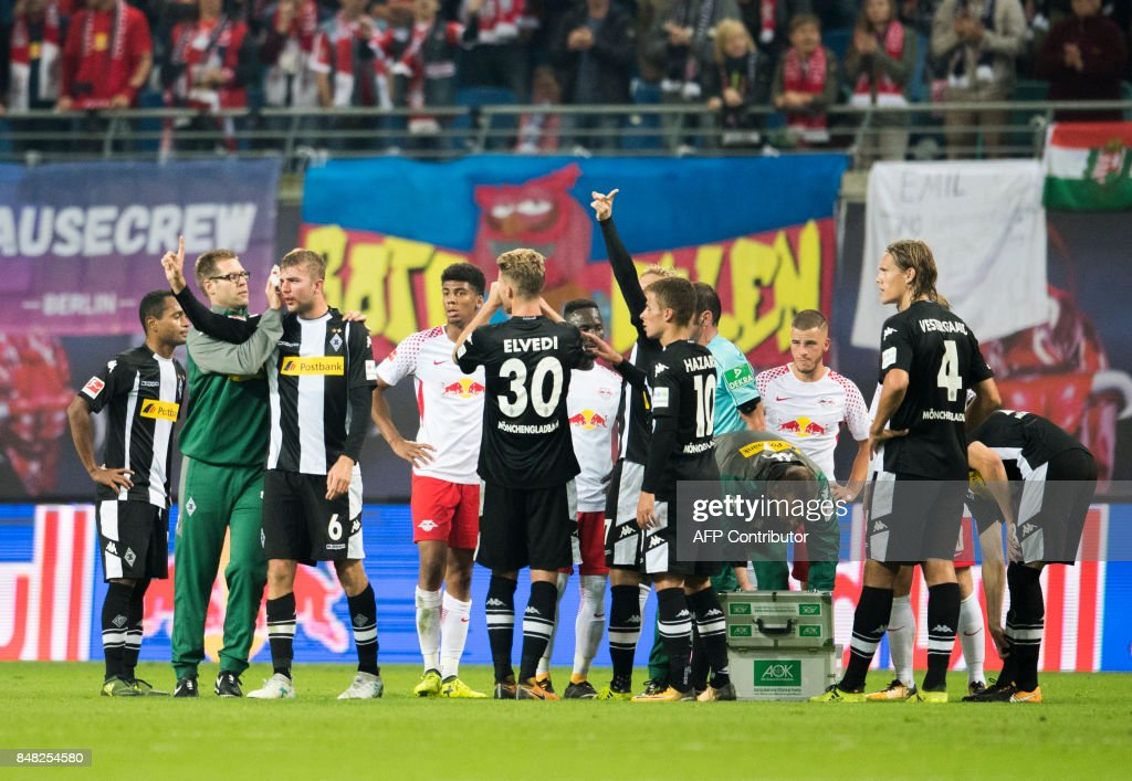 Moenchengladbach´s German midfielder Christoph Kramer (3rd from L) is taken care of after a heavy foul by Leipzig´s Guinean midfielder Naby Deco Keita during the German first division Bundesliga football match between RB Leipzig and Borussia Moenchengladbach in Leipzig, eastern Germany on September 16, 2017. /