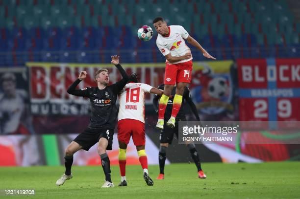 Moenchengladbach's German midfielder Christoph Kramer , Leipzig's French midfielder Christopher Nkunku and Leipzig's US midfielder Tyler Adams vie...