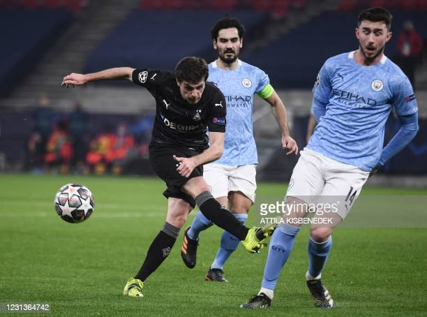 Moenchengladbach's German midfielder Jonas Hofmann, Manchester City's German midfielder Ilkay Gundogan and Manchester City's French defender Aymeric...