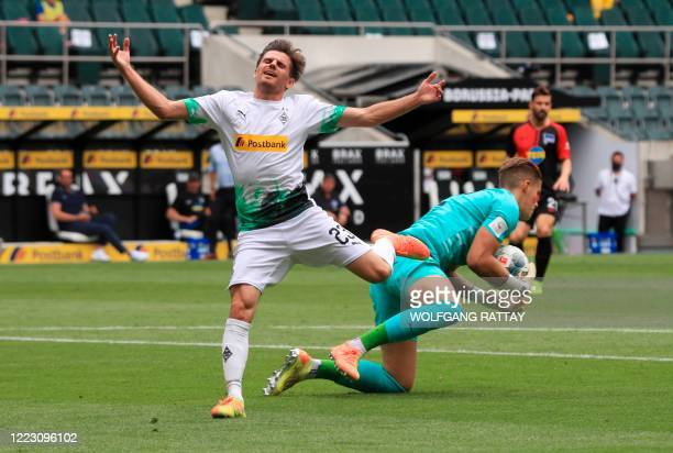 Moenchengladbach's German midfielder Jonas Hofmann vies with Hertha Berlin's German goalkeeper Dennis Smarsch during the German first division...