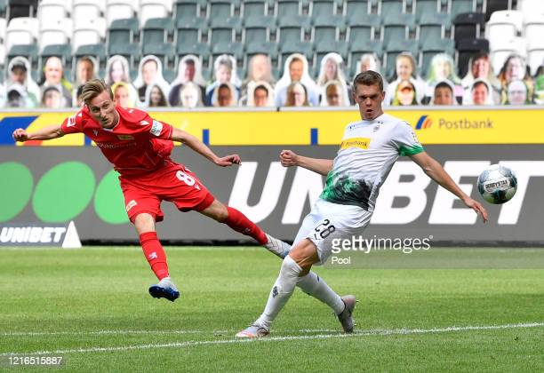 Moenchengladbach's Matthias Ginter right tries to block a shot from Union's Joshua Mees during the Bundesliga match between Borussia Moenchengladbach...