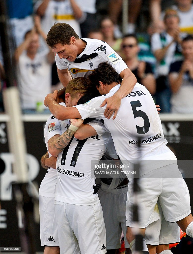 Moenchengladbach's midfielder Andre Hahn celebrates scoring the 1:0 with his teammates during the German first division Bundesliga football match of Borussia Moenchengladbach vs Bayer 04 Leverkusen in Moenchengladbach, western Germany, on August 27, 2016. / AFP / SASCHA