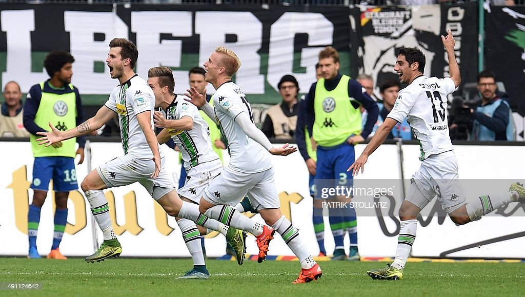 FBL-GER-BUNDESLIGA-MOENCHENGLADBACH-WOLFSBURG : News Photo