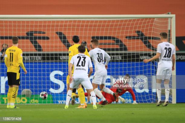 Moenchengladbach's Swiss defender Nico Elvedi shoots to score the equalising goal 2:2 during the German first division Bundesliga football match...