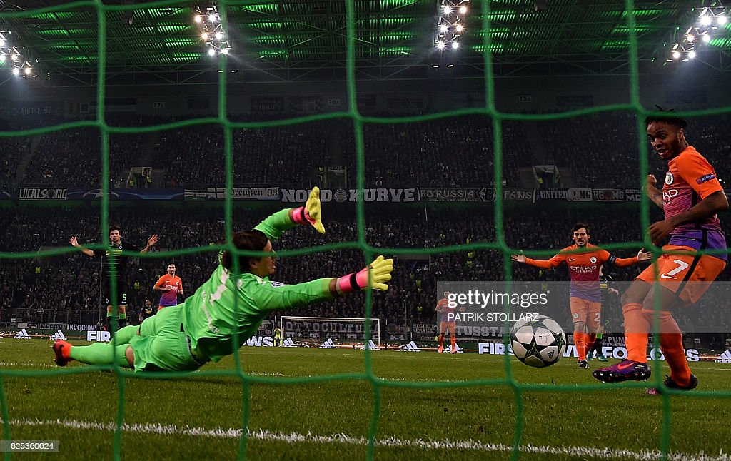 Moenchengladbach's Swiss goalkeeper Yann Sommer (L) dives for the ball next to Manchester City's English midfielder Raheem Sterling during the UEFA group C Champions League football match between Borussia Moenchengladbach and Manchester City on November 23, 2016 in Moenchengladbach, western Germany. / AFP / PATRIK