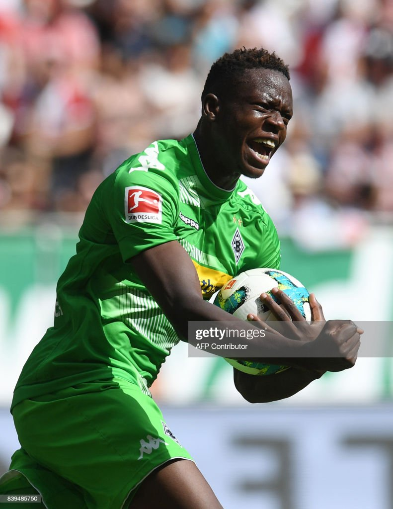 Moenchengladbach's Swiss midfielder Denis Zakaria celebrates scoring during the German First division Bundesliga football match between FC Augsburg and Borussia Moenchengladbach in Augsburg, southern Germany, on August 26, 2017. / AFP PHOTO / Christof