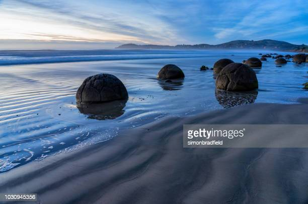 moeraki boulder at dawn - otago region stock pictures, royalty-free photos & images