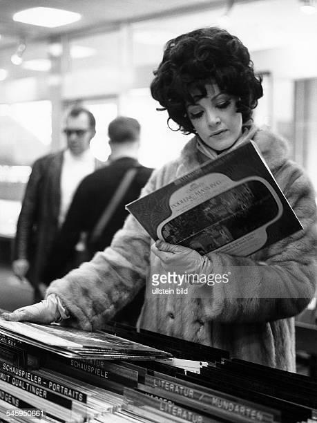 Moffo Anna *Opernsaengerin Schauspielerin USA Halbportrait in Berlin anlaesslich ihrer ersten SFBShow Januar 1970