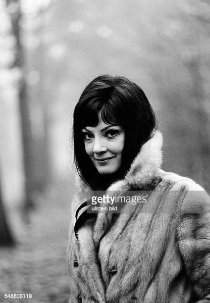 Moffo Anna Opera Singer Actress USA * wearing a fur 1965 Photographer Jochen Blume Vintage property of ullstein bild