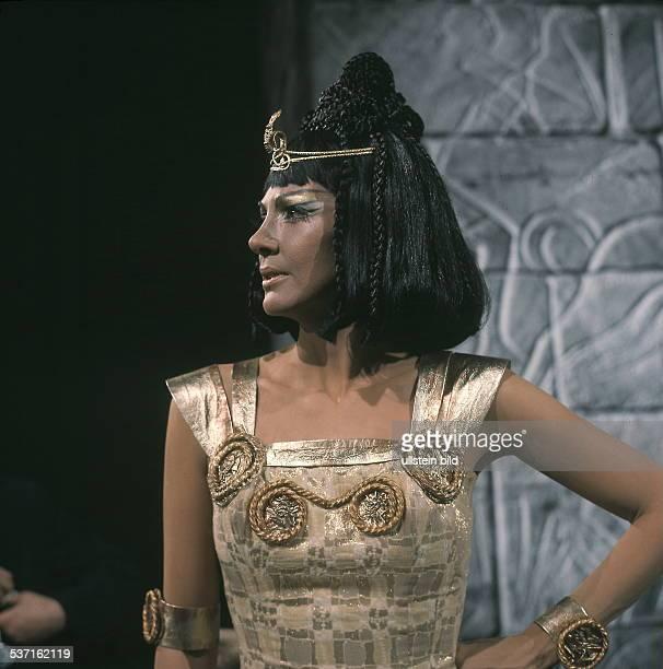 Moffo Anna Opernsaengerin Schauspielerin USA Halbportrait im Profil als 'Kleopatra' in ihrer ersten SFBShow Januar 1970