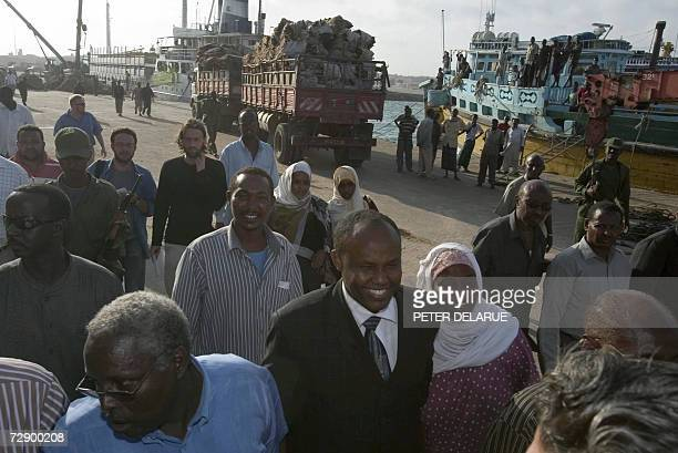 Deputy Primw Minister of Somalia MoHussein Mohamed Aidid visits the port of Mogadishu 29 December 2006 one day after government forces and Ethiopian...