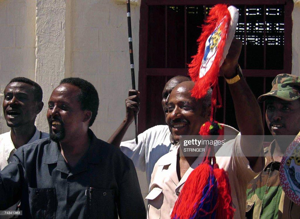 Ethiopian Foreign Minister Seyoum Mesfin dances to
