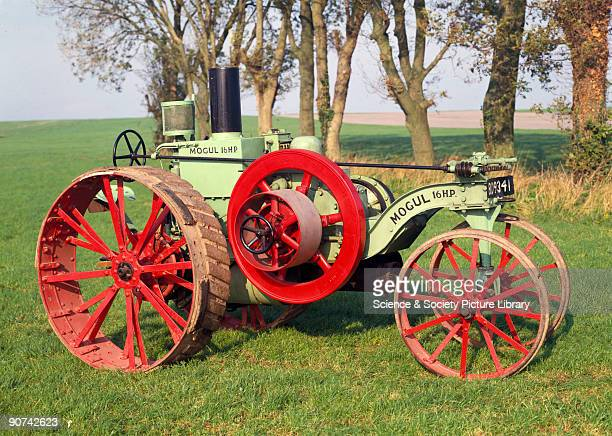 Mogul' 8/16 hp agricultural tractor with a singlecylinder gasoline / kerosene engine manufactured by the International Harvester Corporation Chicago...
