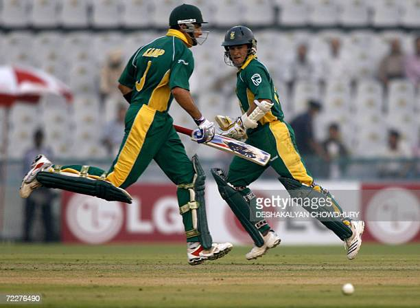 South African batsman Mark Boucher keeps his eyes on the ball as he and teammate Justin Kemp run between wickets during a ICC Champions Trophy 2006...