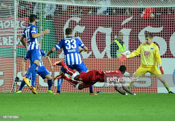 Mohamadou Idrissou is scoring his teams first goal during the DFB Cup 2nd round match between 1FC Kaiserslautern and Hertha BSC Berlin at...