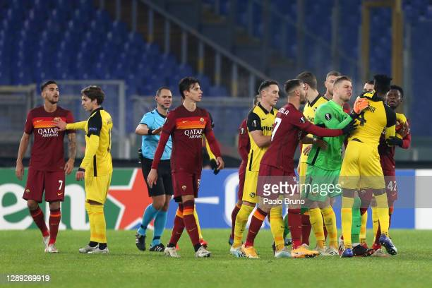 Mohamed Ali Camara of BSC Young Boys argues with Amadou Diawara of Roma after being sent off as David von Ballmoos of BSC Young Boys reacts during...