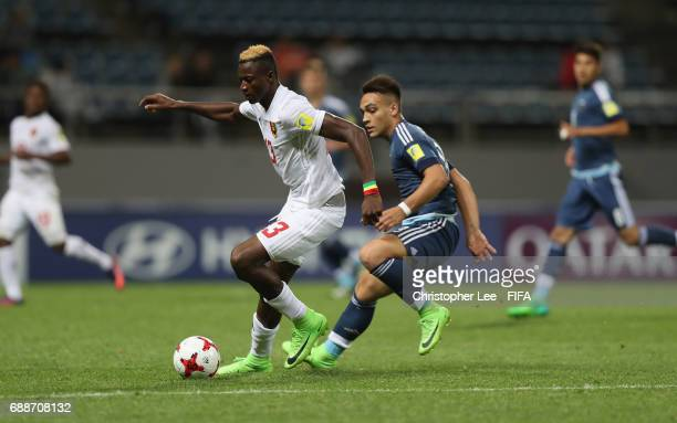 Mohamed Ali of Guinea battles with Lautaro Martinez of Argentina during the FIFA U20 World Cup Korea Republic 2017 group A match between Guinea and...