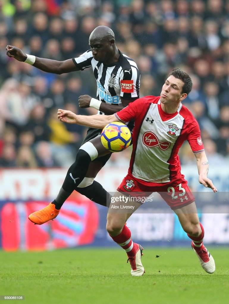 Mohamed Diame of Newcastle United battles for possesion with Pierre-Emile Hojbjerg of Southampton during the Premier League match between Newcastle United and Southampton at St. James Park on March 10, 2018 in Newcastle upon Tyne, England.