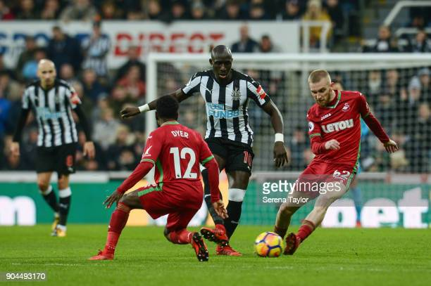 Mohamed Diame of Newcastle United controls the ball whilst Nathan Dyer of Swansea City and Oli McBurnie of Swansea City challenge during the Premier...