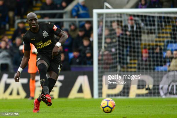 Mohamed Diame of Newcastle United passes the ball during the Premier League match between Crystal Palace and Newcastle United at Selhurst Park on...