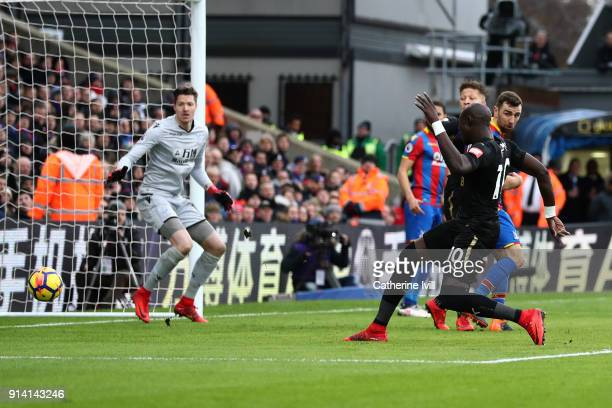 Mohamed Diame of Newcastle United scores his sides first goal during the Premier League match between Crystal Palace and Newcastle United at Selhurst...