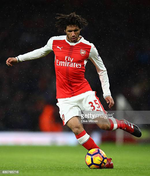 Mohamed Elneny of Arsenal controls the ball during the Premier League match between Arsenal and Crystal Palace at the Emirates Stadium on January 1...