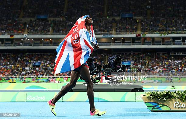 Mohamed Farah of Great Britain celebrates after winning the Men's 10000m on Day 8 of the Rio 2016 Olympic Games at the Olympic Stadium on August 13...