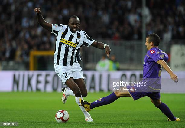 Mohamed Lamine Sissoko of Juventus FC is challenged by Alessandro Gamberini of ACF Fiorentina during the Serie A match between Juventus FC and ACF...