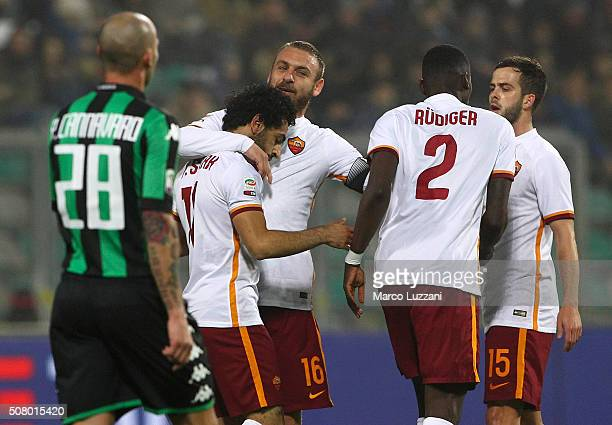 Mohamed Salah of AS Roma celebrates with his teammate Daniele De Rossi after scoring the opening goal during the Serie A match between US Sassuolo...