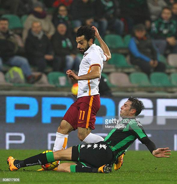 Mohamed Salah of AS Roma competes for the ball with Federico Peluso of US Sassuolo Calcio during the Serie A match between US Sassuolo Calcio and AS...